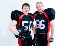 Zwei junge Spieler des amerikanischen Fußballs Stockbild