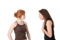 Zwei junge womans Unterhaltung Stockbilder