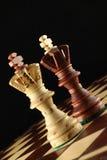 Zwei Könige auf dem Schachbrett. Stockfotos
