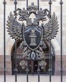 Zwei-köpfiger Adler mit einem Schild Lizenzfreies Stockbild