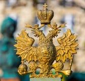 Zwei-köpfiger Adler und eine Krone Lizenzfreies Stockbild