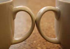 Zwei Kaffeetassegriffe stockbild