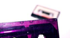 Zwei Kassetten lokalisiert auf weißem Hintergrund stockbild