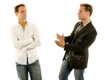 Zwei Kerle, die ein Gespräch haben Lizenzfreie Stockbilder
