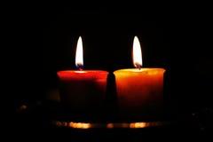 Zwei Kerzen Brennen Stockfotografie