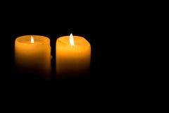 Zwei Kerzen Brennen Lizenzfreie Stockbilder