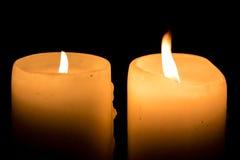Zwei Kerzen Brennen Stockfoto