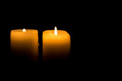 Zwei Kerzen Brennen Lizenzfreie Stockfotografie
