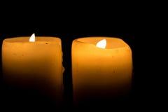Zwei Kerzen Brennen Stockfotos
