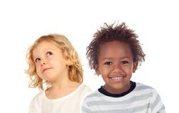 Zwei Kinder, die oben schauen Lizenzfreies Stockfoto