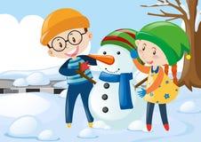 Zwei Kinder, die Schneemann umarmen Stockbilder