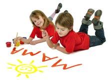 Zwei Kinder, die Wort Mutter schreiben Stockbild