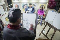 Zwei Kinder gemalt auf Papier Lizenzfreie Stockbilder