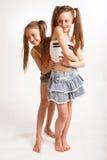 Zwei kleine blonde Mädchen Stockbild