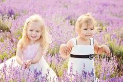 Zwei kleine Freunde Stockfotos