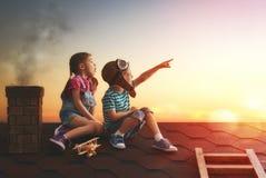 Zwei kleine Kinder stockfoto