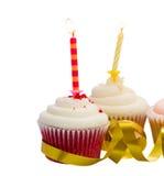 Zwei kleine Kuchen mit Kerzen Lizenzfreie Stockfotos