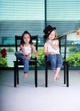Zwei kleine Mädchen stockfotografie