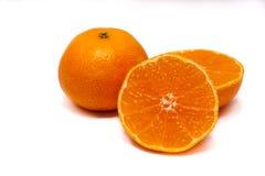 Zwei Klementinen auf einem weißen Hintergrund Stockbild