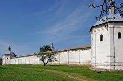 Zwei Kontrolltürme und die Wand Lizenzfreie Stockbilder