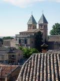 Zwei Kontrolltürme und ein Dach Stockfoto