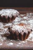 Zwei Kuchen besprüht mit pulverisiertem suga Lizenzfreies Stockbild