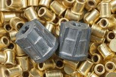 Zwei Kugeln und Jagdzündkapseln Lizenzfreie Stockbilder