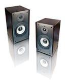 Zwei Lautsprecher getrennt auf Weiß Stockbild