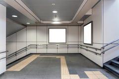 Zwei leer-Anschlagtafel-rechteckige weiße Modell-Stadt-Anzeigen stockbilder