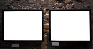 Zwei leere Felder auf Backsteinmauer Stockfoto