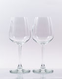 Zwei leere Gläser auf Weiß Lizenzfreie Stockfotografie