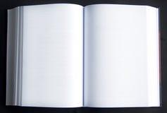 Zwei Leerseiten in einem Buch Stockfoto