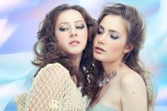 Zwei leidenschaftliche Frauen stockfotografie
