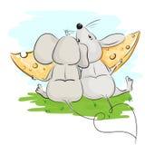 Zwei Liebhaber einer Maus, die Käse isst Stockfotos