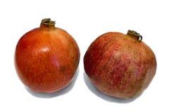Zwei lokalisierter Granatapfel lizenzfreies stockbild
