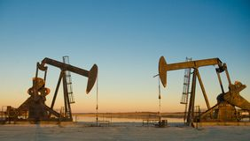 Zwei Ölplattform Stockfoto