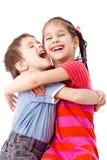 Zwei lustige Kinder, die zusammen stehen Lizenzfreie Stockbilder