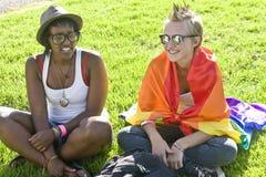 Zwei Mädchen an der Stolz-Parade Lizenzfreies Stockfoto