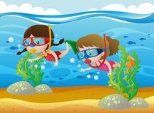 Zwei Mädchen, die unter dem Meer tauchen stock abbildung