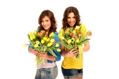Zwei Mädchen mit Blumen Stockfoto