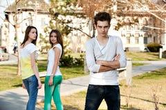 Zwei Mädchen und ein Junge Lizenzfreie Stockfotos