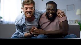Zwei Männer, die besorgt gefährlichen Moment im Sportspiel, Matchsieg aufpassen stockfoto