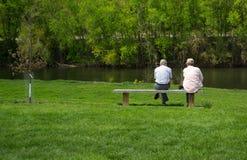 Zwei Männer durch James River Lizenzfreies Stockbild