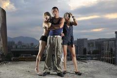 Zwei Manngruppen-Teamleute der Frau eine Stockfotografie