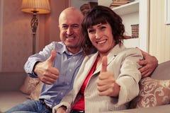 Zwei marrieds, die Spaß haben und Zeit zusammen verbringend genießen Lizenzfreies Stockbild