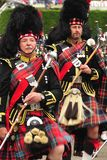 Marschierende Tambourmajore, Braemar, Schottland lizenzfreie stockfotos