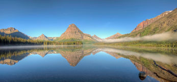 Zwei Medicine See-Panorama Lizenzfreie Stockfotografie