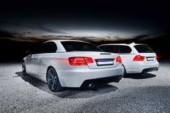 Zwei moderne Autos Stockfoto