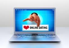 Zwei Mouses werden dem roten Liebes-Herzen in Weiß lokalisiertem Hintergrund angeschlossen Lizenzfreie Stockfotos