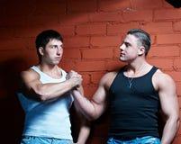 Zwei muskulöse Kerle Stockfotografie
